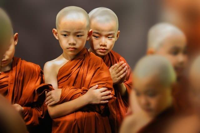 Monges crianças