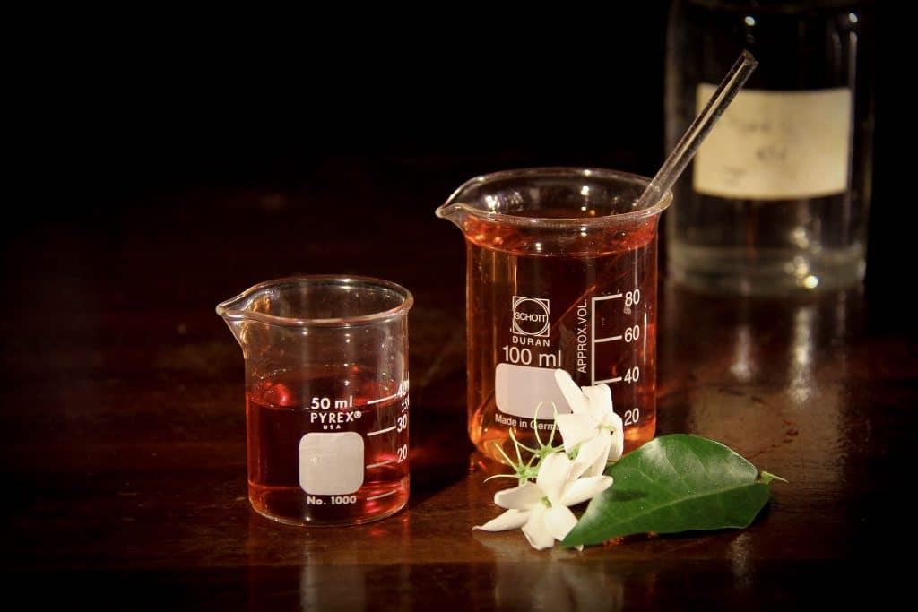 Imagem de vasilhames para a manipulação de remédios naturais para a queimadura.