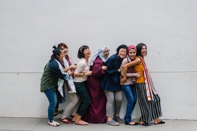 Diversidade de mulheres unidas sorrindo