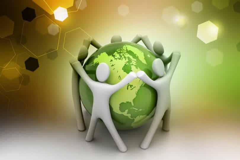 Imagem do planeta Terra com bonecos representando pessoas, de mãos dadas ao redor dela.