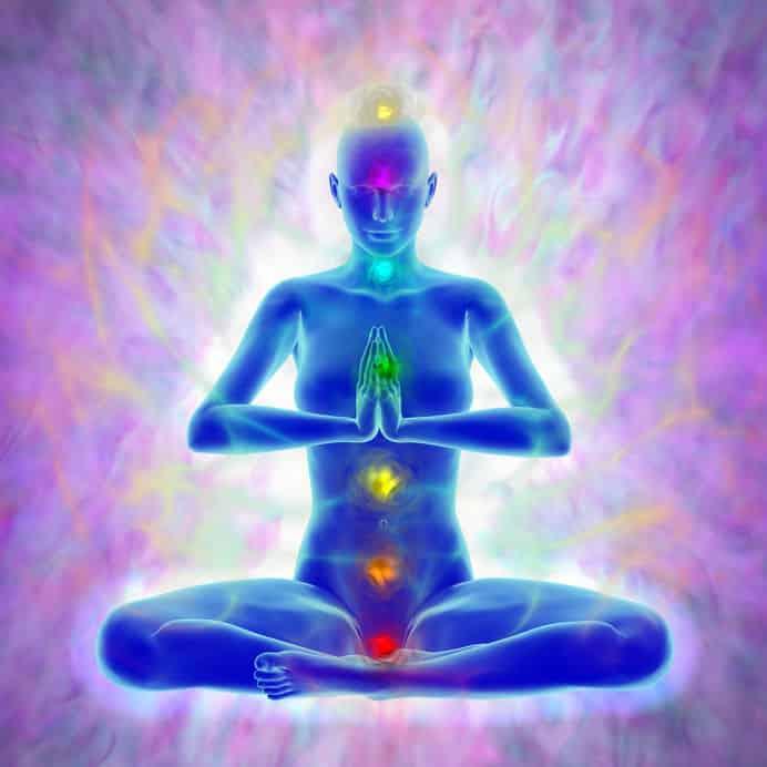 Desenho de pessoa metiditando, com luzes diferentes em uma linha reta no centro do corpo.