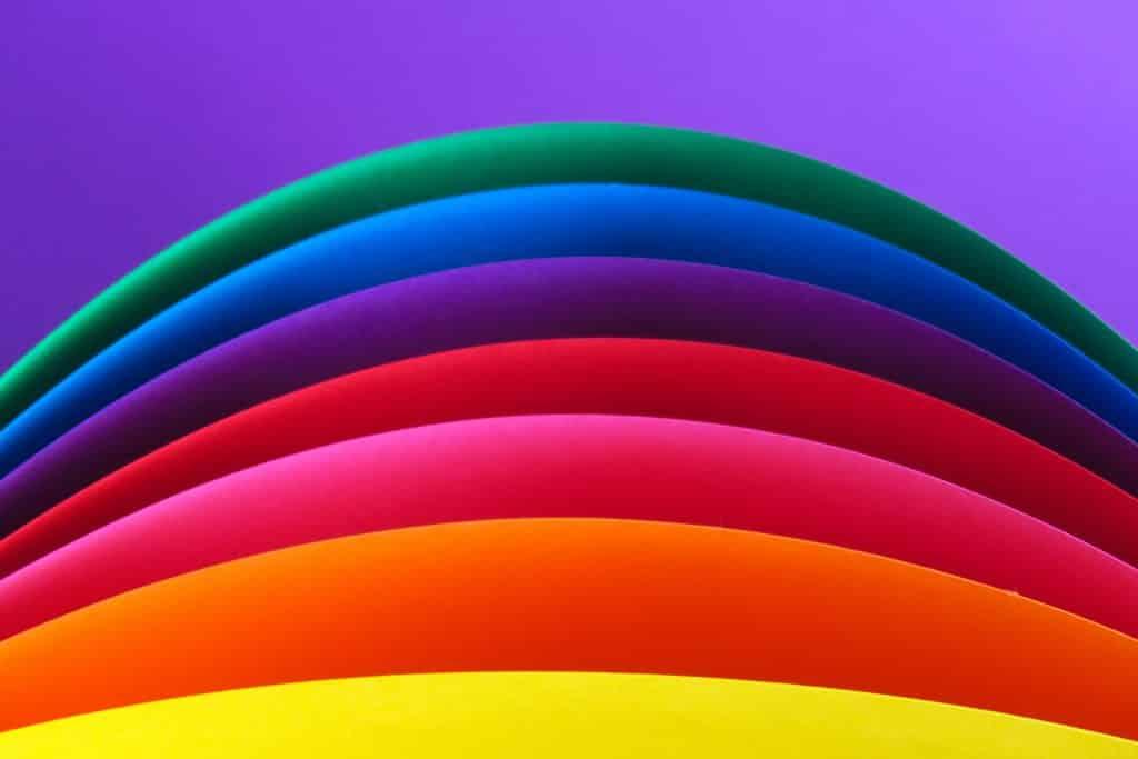Ilustração de cores em formas de arcos
