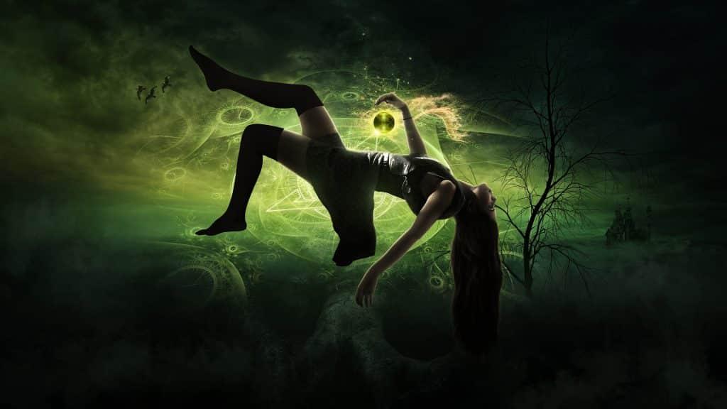 Imagem de uma mulher bruxa levitando.