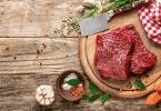 Prato de carne crua com temperos