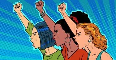 Desenho de mulheres de etnias diferentes, com os punhos para o alto e gritando, em protesto.