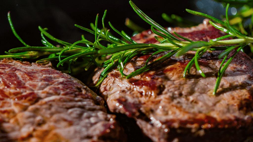 Carne assada com ervas e temperos