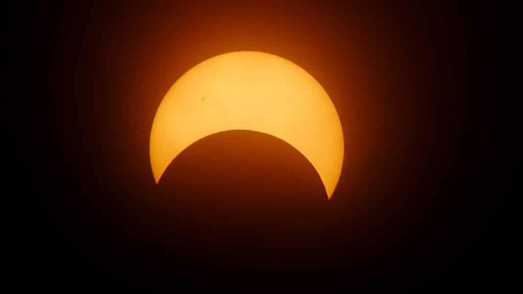 Imagem do eclipse solar.