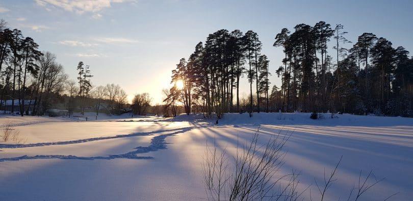 Pôr do sol em um inverno.