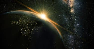 Fotografia do planeta Terra visto do lado contrário à exposição do sol.