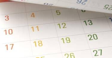 Páginas de um calendário anual.