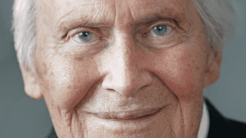 Retrato ampliado do rosto de Bert Hellinger