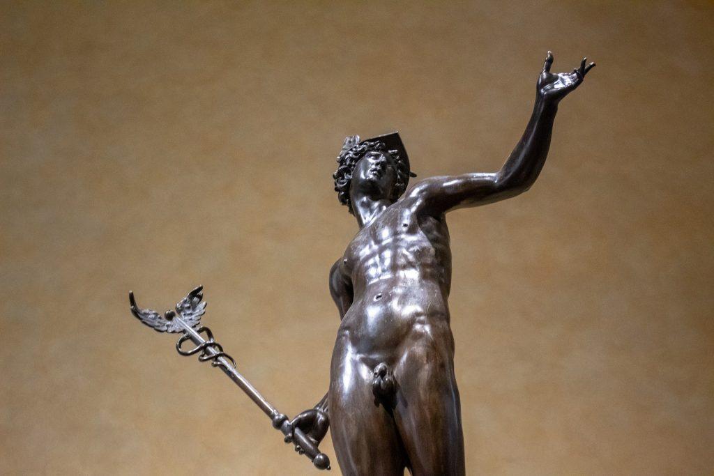 Imagem da estátua doo Deus Hermes.