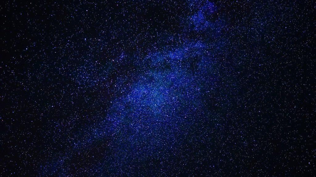 Imagem de um llindo céu estrelado representando a imensidão do nosso universo.
