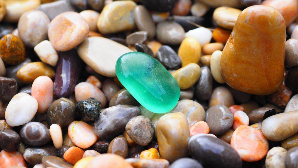 Imagem de vários tipos de pedras de mirra.