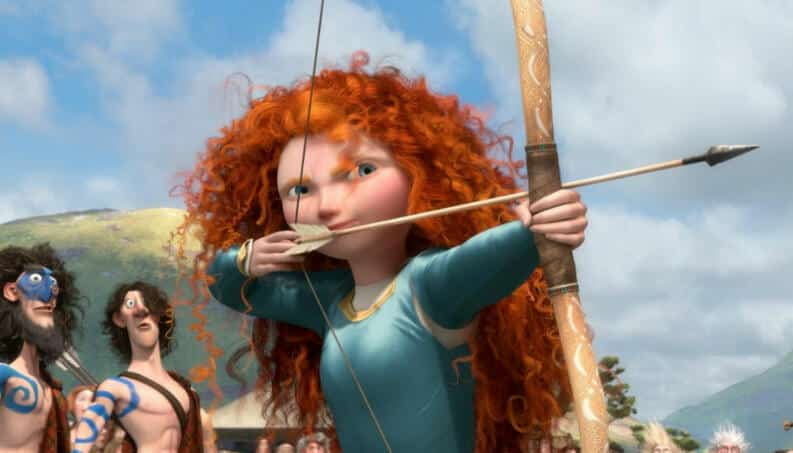 Merida segurando um arco em flechas e mirando para frente