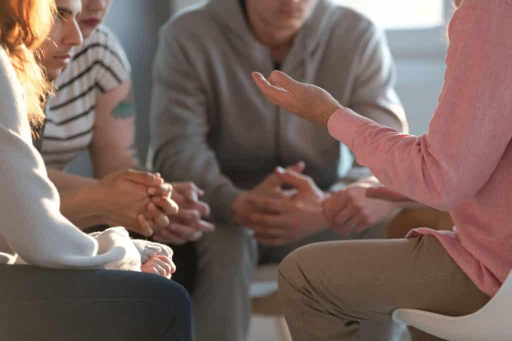 Pessoas numa sessão psicológica
