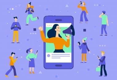 Ilustração de uma mulher com um megafone saindo de um telefone celular, tentando falar com as pessoas a sua volta.