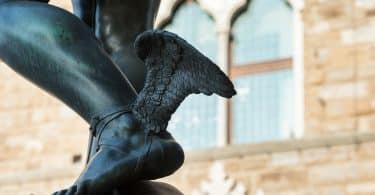 Estátua dos pés de Hermes