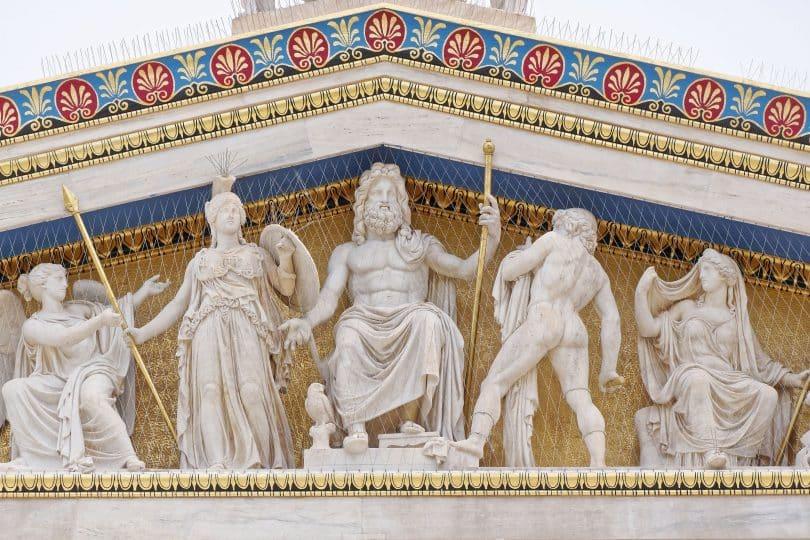 Estátuas de deuses da mitologia grega.