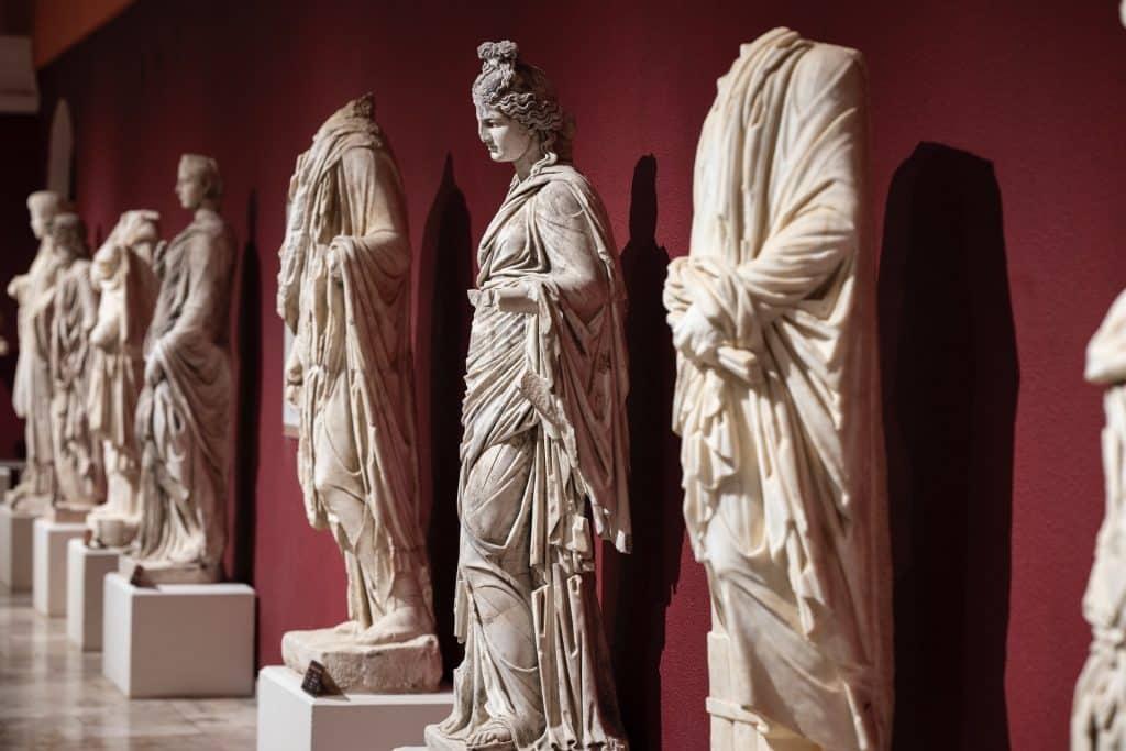 Esculturas de deuses.