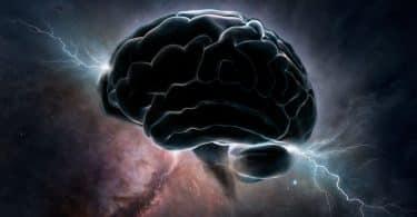 Cérebro com raios iluminados