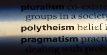 """Palavra """"polytheism"""" destacada no dicionário"""