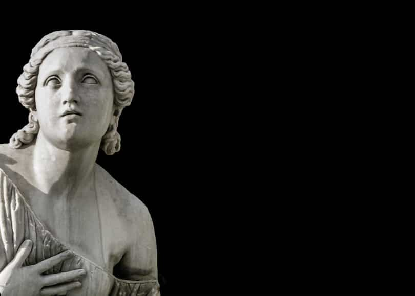 Escultura de deusa.