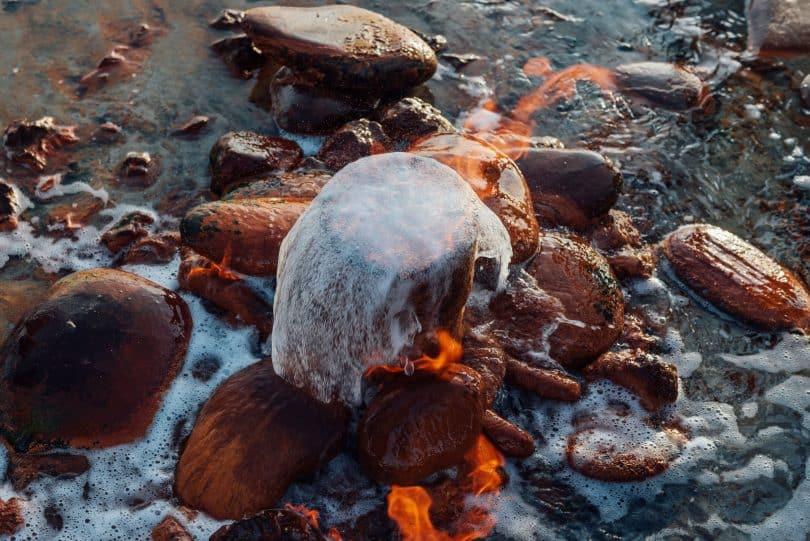 Representação real dos quatro elementos da natureza a partir de fonte de água em Kalmykia, Rússia.