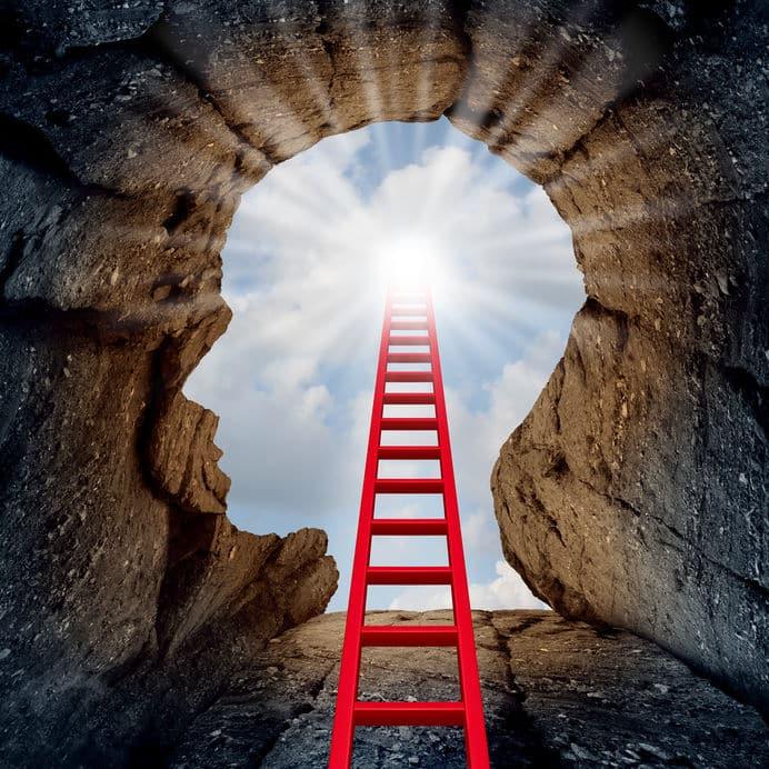 Escada que leva ao caminho de luz, dentro da silhueta de uma cabeça humana.