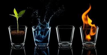 Os quatro elementos em copos de vidro