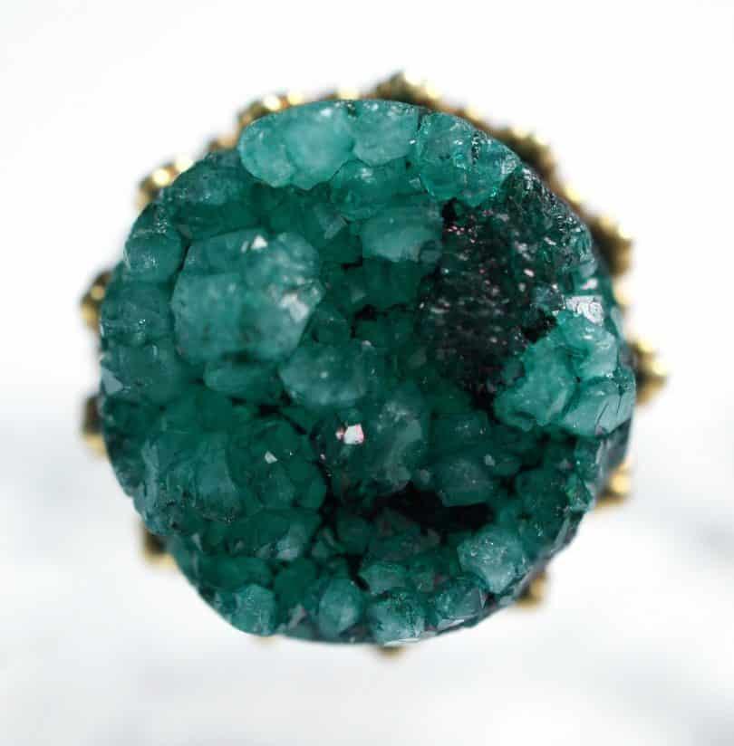 Imagem de uma linda pedra de quartzo verde.