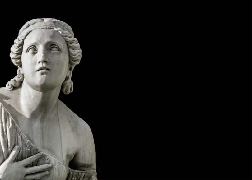 Imagem da estátua da deusa Hera. A imagem é do rosto e uma parte do colo da deusa.