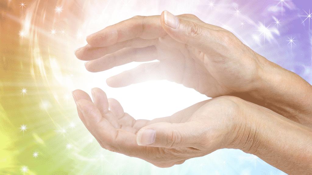 Mãos com energia reunida