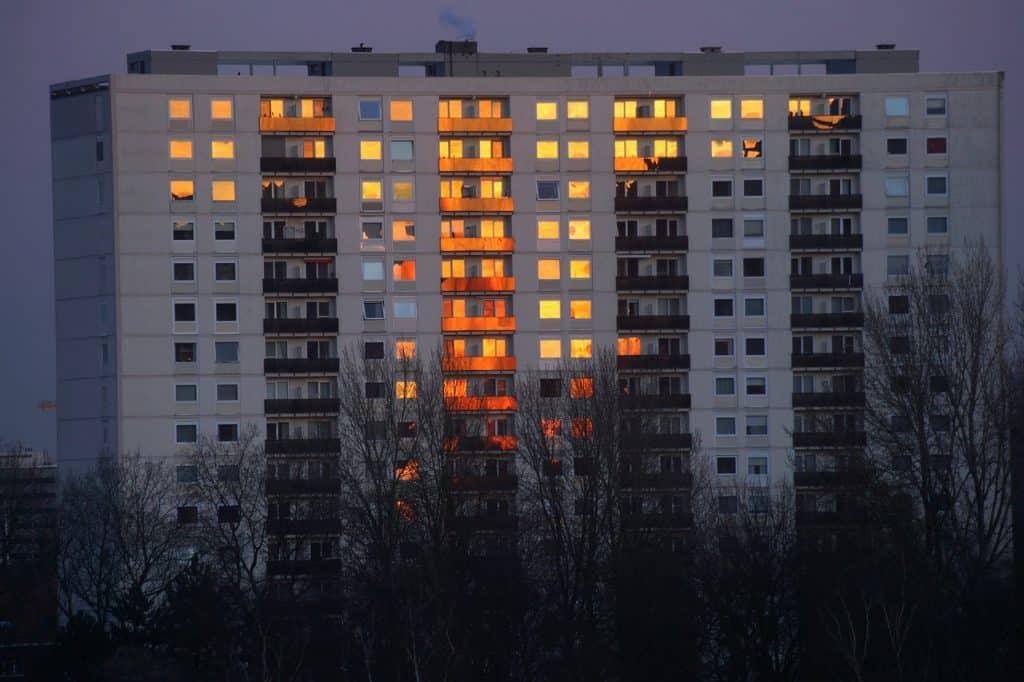 Condomínio pegando fogo.
