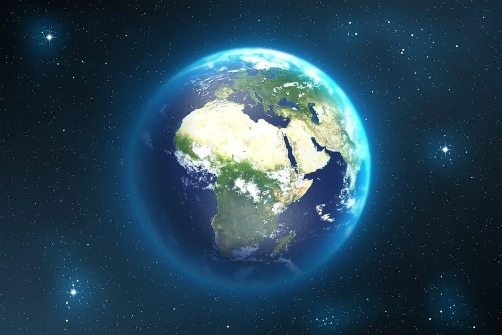 Imagem de fundo azul com estrelas e luzes no céu, ao fundo a imagem do planeta terra.