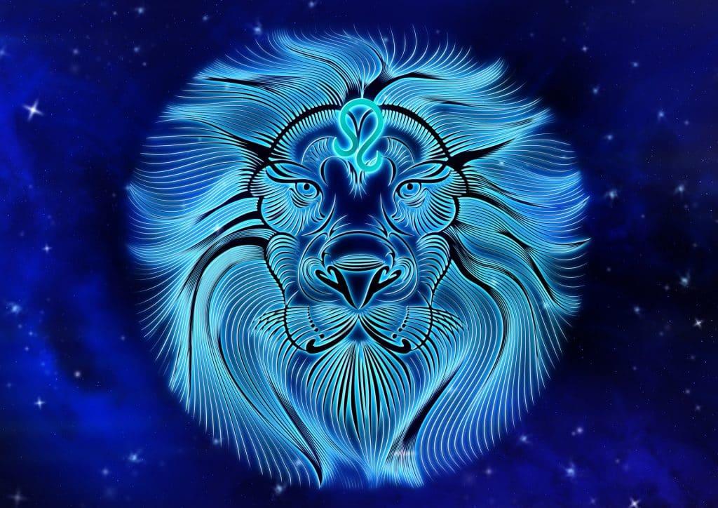 Imagem de fundo azul trazendo o símbolo do signo de leão, sendo representado por um leão e sua exuberante juba.