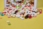Remédios caindo da caixa