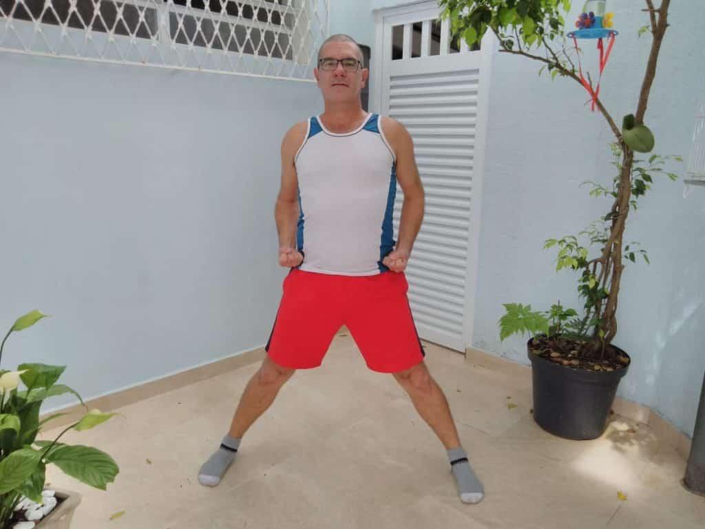 Praticando posições de pernas
