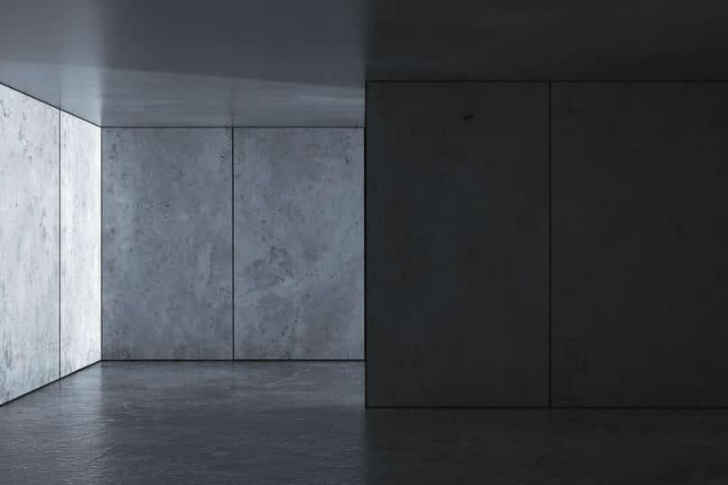 Sala de concreto vazia.