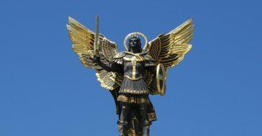 Estátua de Arcanjo Miguel.