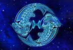 Imagem do símbolo do signo de peixes sendo representado por dois peixes que nadam em diferentes direções e são unidos por um elo, um fio que os conecta e simboliza a dualidade pisciana.