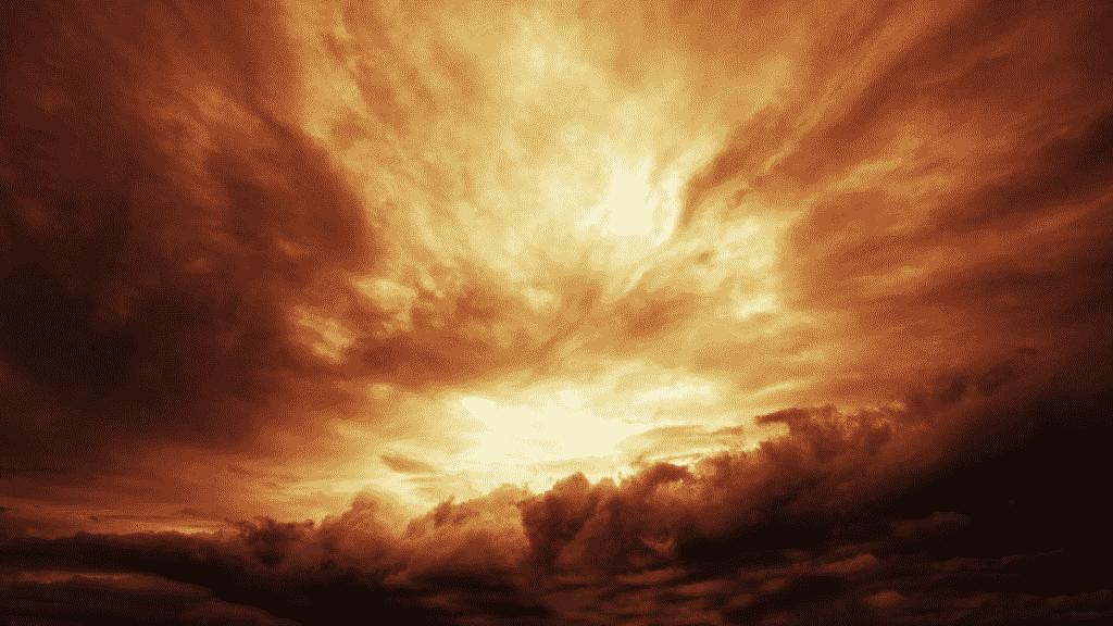 Céu escuro com nuvens