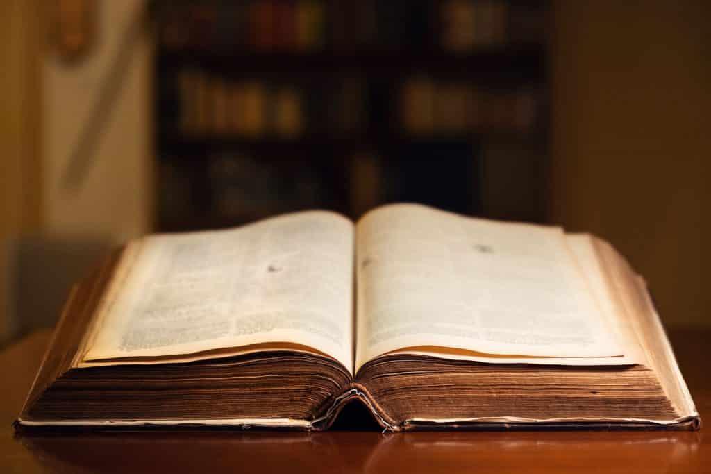 Livro antigo aberto