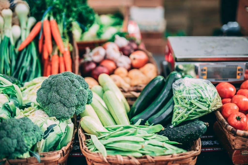 Vegetais em cestas.