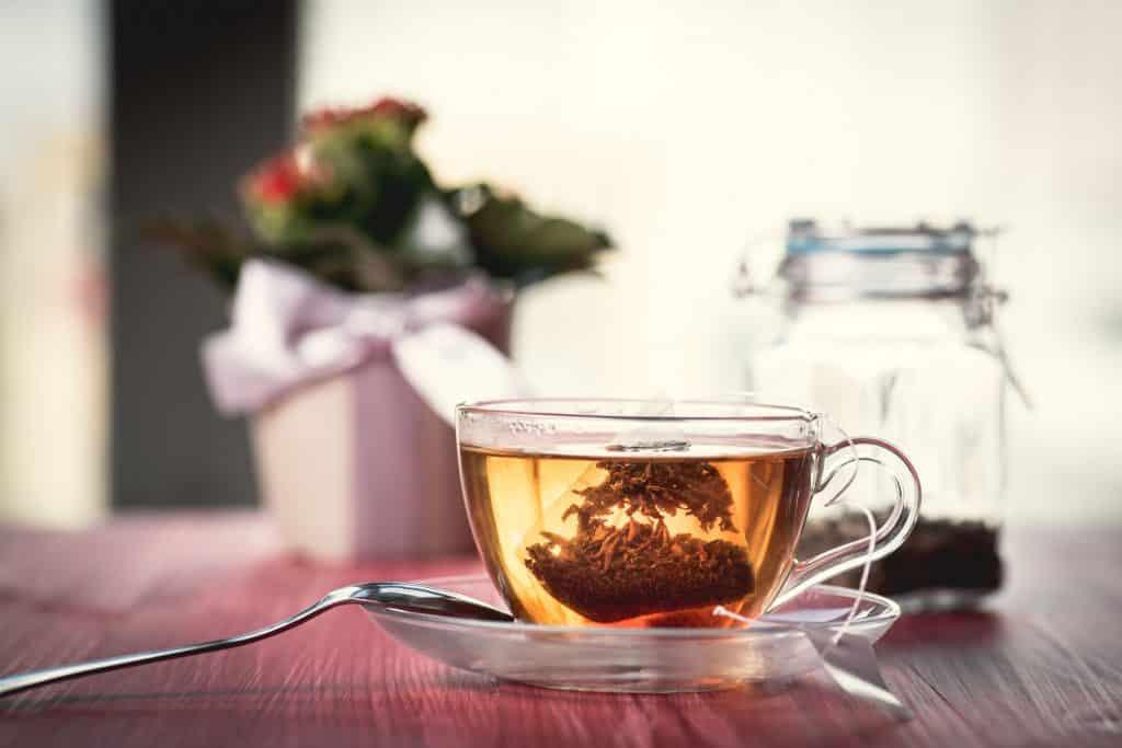 Xícara de chá de alforva.