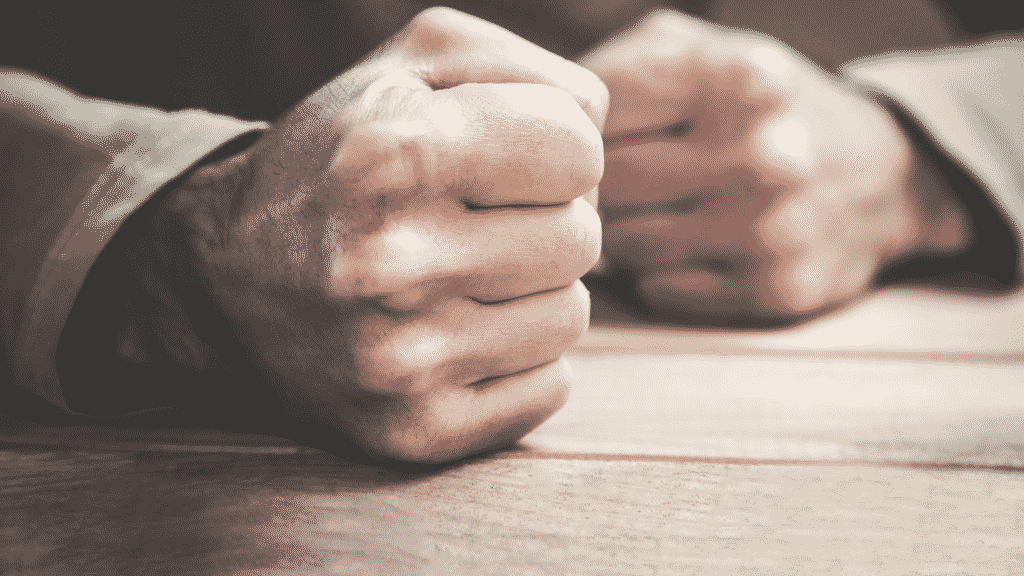 Imagem de dois punhos cerrados