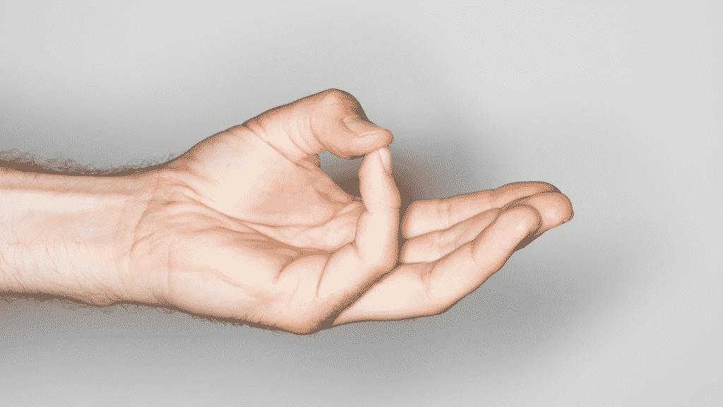 Imagem de uma mão fazendo o movimento Mudra Varuna