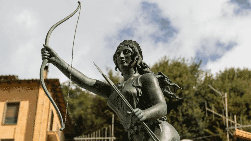Imagem da estátua da Deusa Ártemis
