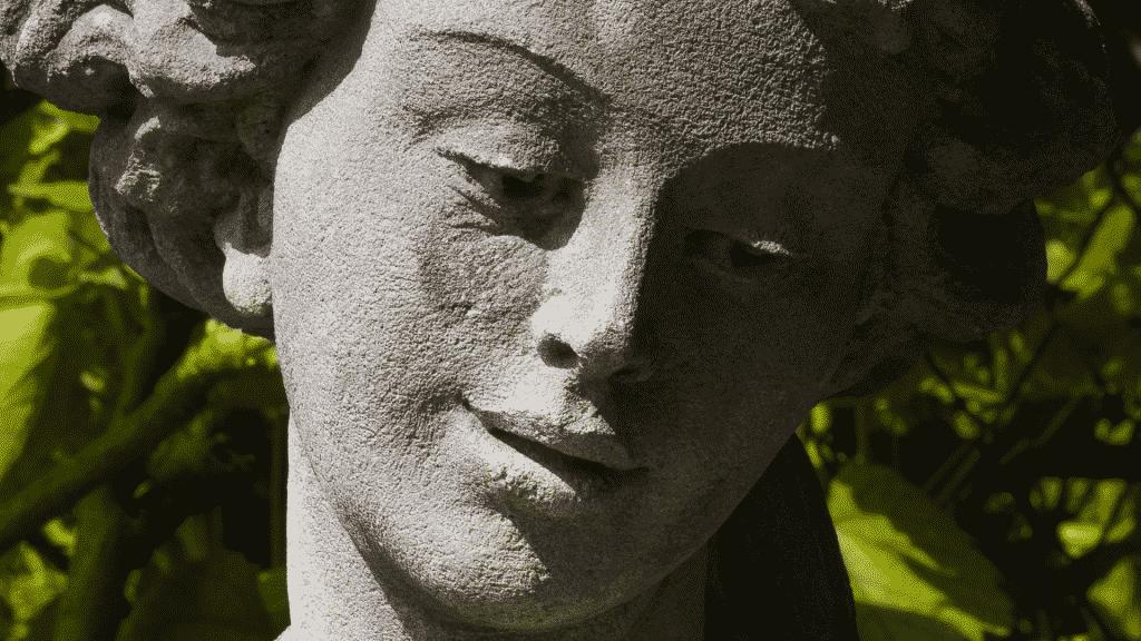 Imagem da estátua da deusa Deméter
