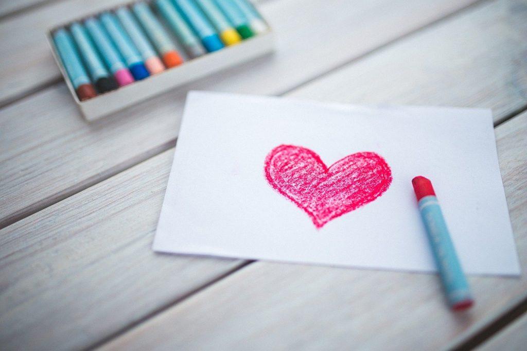 Coração desenhado a giz de cera
